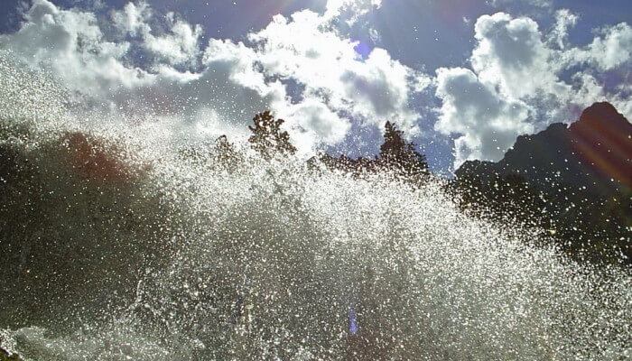 Фото бурного горного потока для стихотворения Души стремительный поток