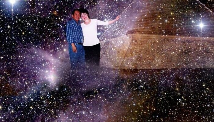 Фотоколлаж Алекс Орбито и Светлана Жачук у Пирамиды